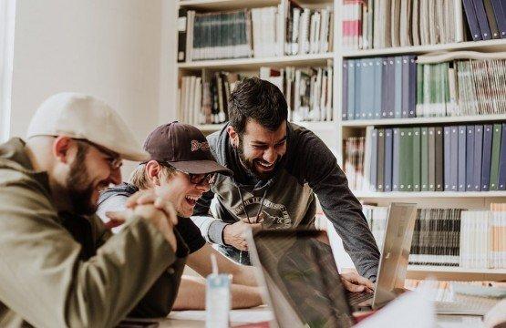 Le partage de bureaux : entre stimulations, échanges et synergie